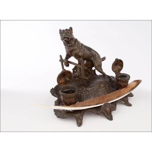 Antigua Escribanía de Calamina con Figura de Perro, Fabricada a Finales del S. XIX. Buen Estado