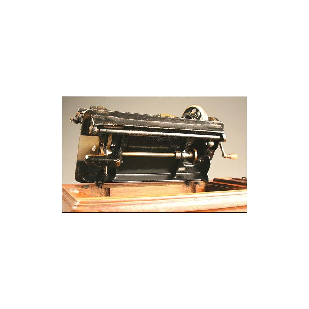 Máquina de Coser Jones, Inglaterra, Año Circa 1900-1915