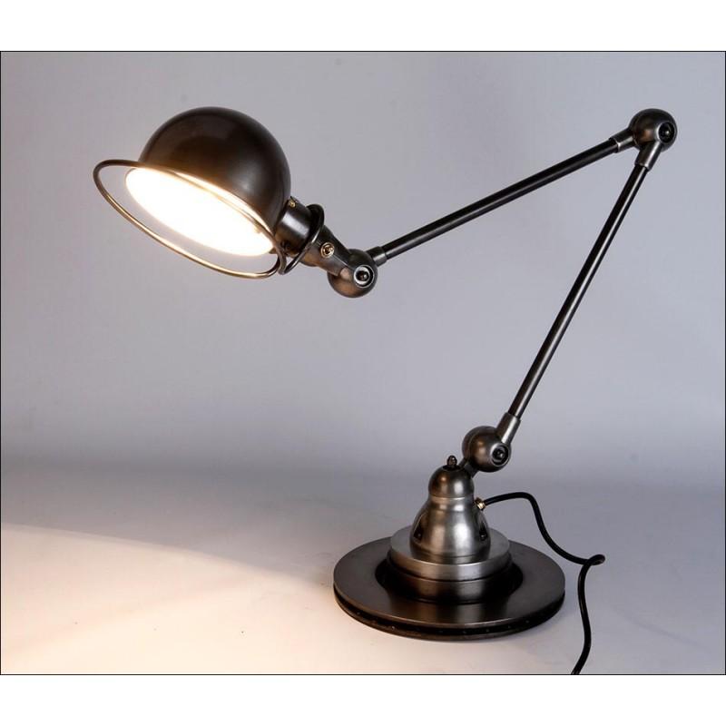 Atractiva Lámpara de Mesa Jielde Industrial En Muy Buen Estado. Francia, Años 50