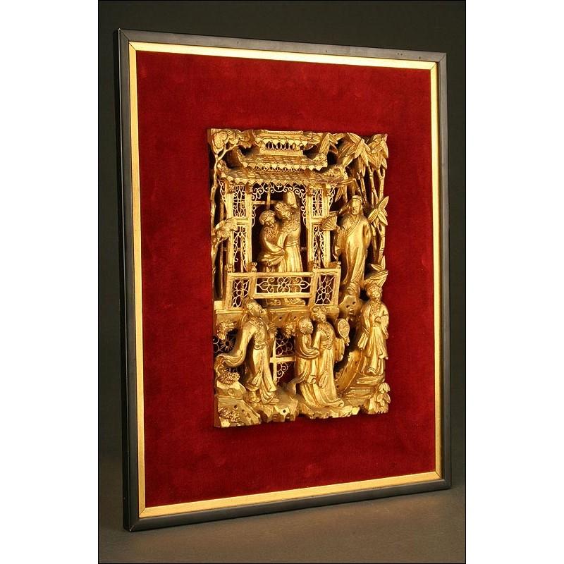 Delicada Talla China Dorada. Años 50-60 del siglo XX.