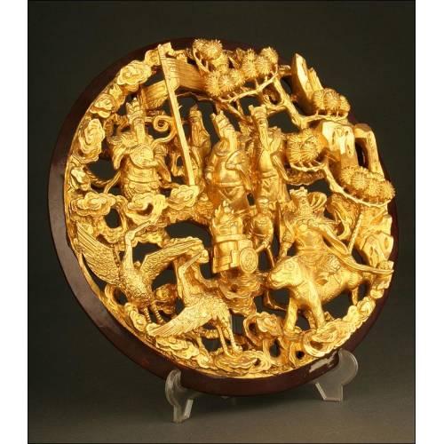 Exótica Talla China en Madera Maciza Dorada, Realizada a Mano. Años 50-60