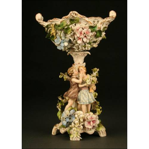 Delicado Centro de Porcelana de Dresde del S. XIX. Se Convierte en Candelero. Sello de Von Schierholz