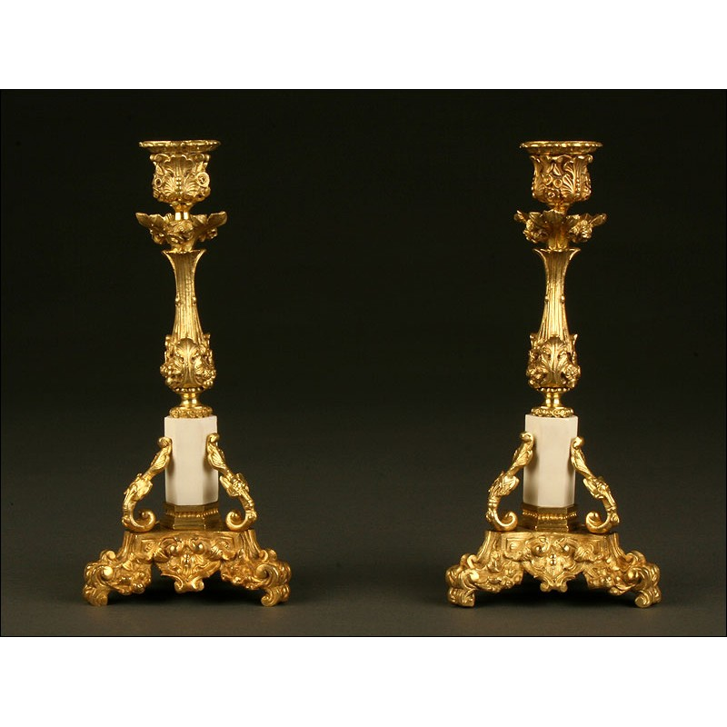 Elegante Pareja de Candeleros Franceses, 1.880. Bien Conservados. Antiguos y Decorativos